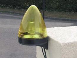 Motorisation int gr e et solaire pour portails for Lampe solaire pour portail